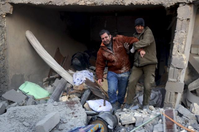 Les habitants d'Alep «sont isolés, affamés, bombardés et... (AFP, Thaer Mohammed)