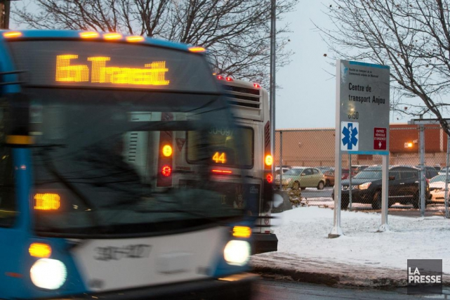 Hier, 84 chauffeurs du Centre de transport d'Anjou... (PHOTO HUGO-SÉBASTIEN AUBERT, LA PRESSE)