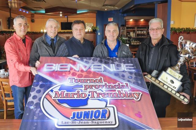 Michel Renaud, Marcel Maltais, Gervais Coulombe, président d'honneur,... (Photo Le Quotidien, Gimmy Desbiens)