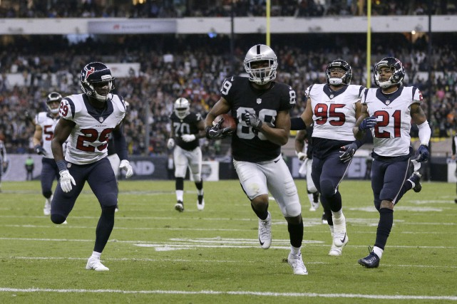Amari Cooper (89) a inscrit le touché décisif... (Photo Erich Schlegel, USA Today Sports)