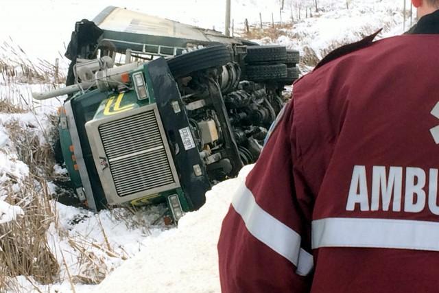 Un camionneur d'une cinquantaine d'années a perdu la maîtrise de son poids... (Photo collaboration spéciale Éric Beaupré)