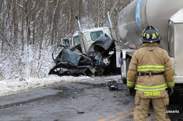 Le conducteur de la camionnette n'a eu aucune... (Janick Marois, La Voix de l'Est)