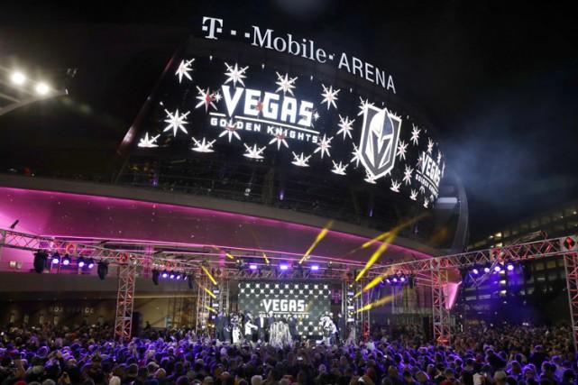 Une cérémonie à l'extérieur du T-Mobile Arena a... (PHOTO AP)