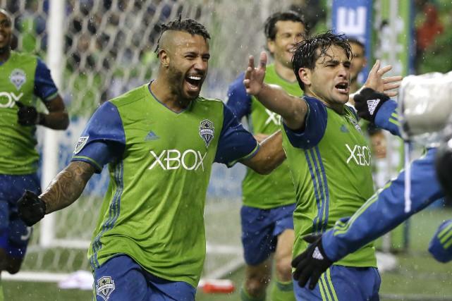 L'attaquant des Sounders de Seattle Nicolas Lodeiro (à... (Photo Ted S. Warren, AP)