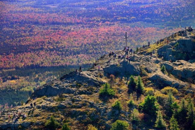 Le mont Ham, haut de 713 m, est... (PHOTO FOURNIE PAR LE PARC RÉGIONAL DU MONT HAM)