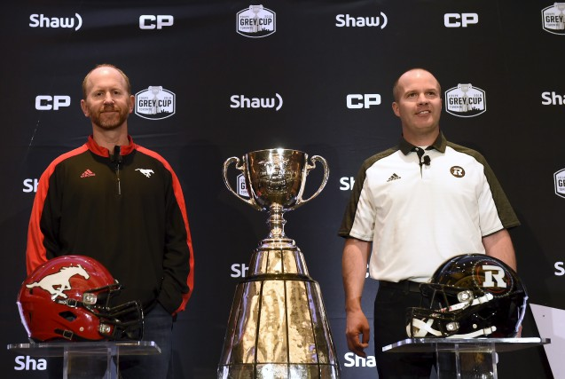 L'entraîneur-chef du Rouge et Noir,Rick Campbell(à droite), et... (LA PRESSE CANADIENNE)