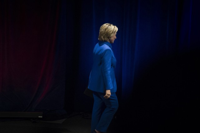 Hillary Clinton quitte la scène du Newseum à... (photo Cliff Owen, AP)