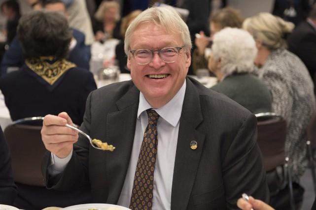 Gaétan Barrette a dégusté des plats servis en... (La Presse canadienne, Jacques Boissinot)