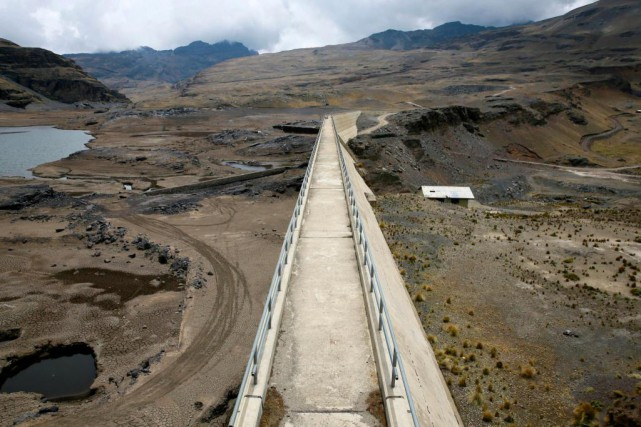 Le réservoir d'eau d'Ajuankhota, en Bolivie, n'est plus qu'à... (Photo David Mercado, Reuters)