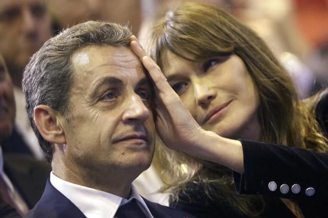 L'ancien président français Nicolas Sarkozy et son épouse... (AP)