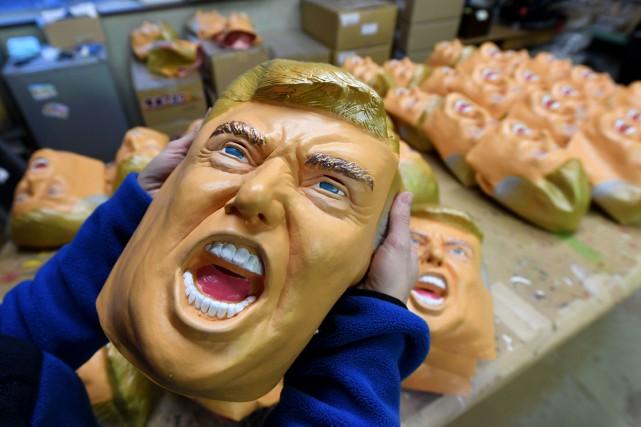 L'entreprise japonaise Ogawa Studios fabrique des masques à... (Photo Toshifumi Kitamura, AFP)