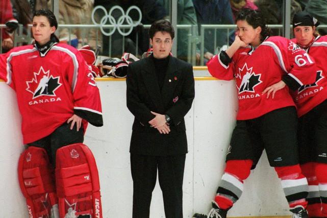 Manon Rhéaume (à gauche) aux Jeux olympiques de... (Photo Frank Gunn, archives PC)