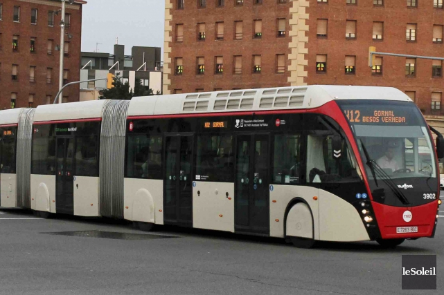 L'autobus biarticulé aux airs de tramway du fabricant... (Photothèque Le Soleil)