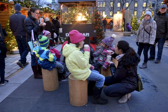 Jusqu'au 18décembre, le marché de Noël allemand se... (Le Soleil, Jean-Marie Villeneuve)