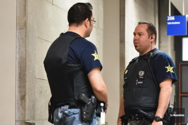 Les constables spéciaux ont entrepris des moyens de... (François Gervais, Le Nouvelliste)