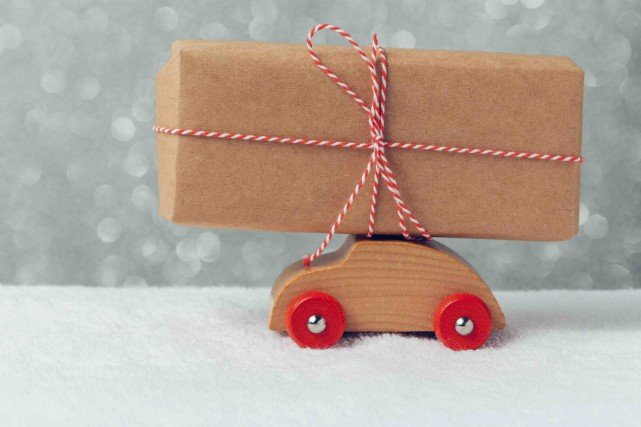 Les marchés de Noël ponctuent le temps des Fêtes et favorisent les achats... (123RF/maglara)