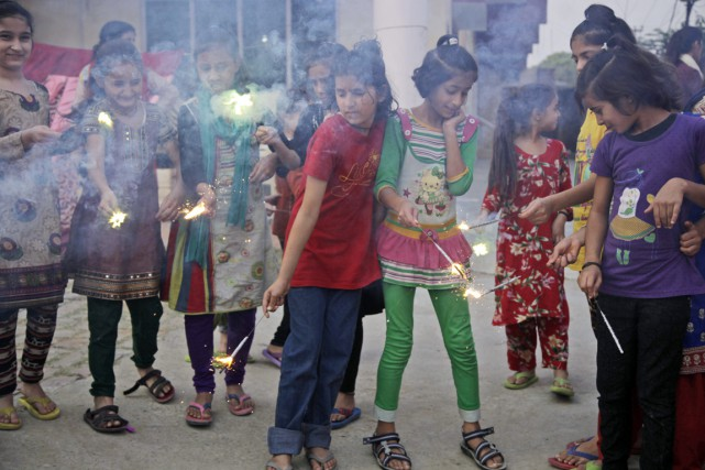 Lors de la grande fête hindoue de Diwali... (photo Channi Anand, archives AP)