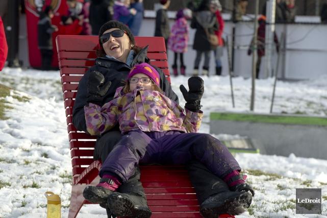 Patricia Gravel et Emilie Pomerleau à l'inaugurationdu parc... (PHOTO MARTIN ROY Le Droit)