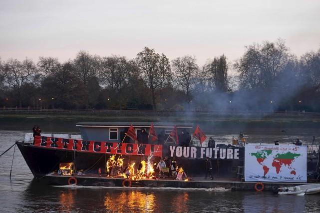 Les différents souvenirs punk, qui vaudraient 5 millions... (AFP)