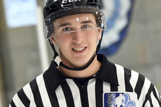 Arbitre en chef au Tournoi de hockey midget... (Photo Le Progrès-Dimanche, Rocket Lavoie)