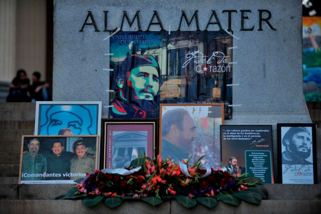 Un hommage rendu à Fidel Castro devant l'université... (AFP, Yamil Lage)