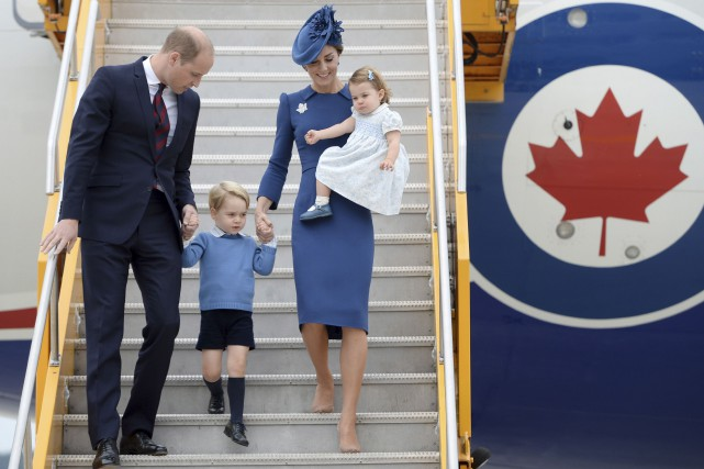 Le prince William, sa femme Kate Middleton et... (Archives, La Presse canadienne)