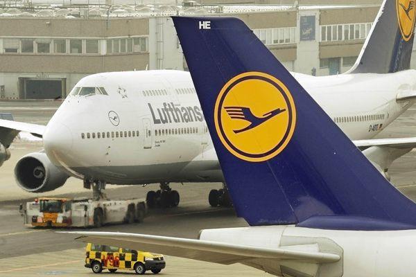 Le géant allemand de l'aérien Lufthansa a relevé lundi soir ses prévisions de... (PHOTO ARCHIVES AFP)
