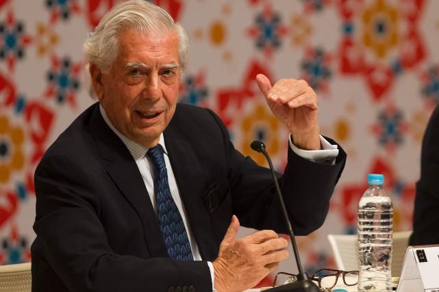 Lors d'une conférence de presse au salon du... (Photo AFP)