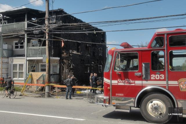 Les pompiers de Sherbrooke protestent contre la loi... (Archives La Tribune, Frédéric Côté)
