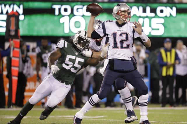 Tom Brady a rejoint Peyton Manning pour le plus grand nombre de victoires d'un... (PHOTO AP)