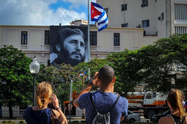 À La Havane, de nombreux portraits de Fidel... (AFP, Yamil Lage)
