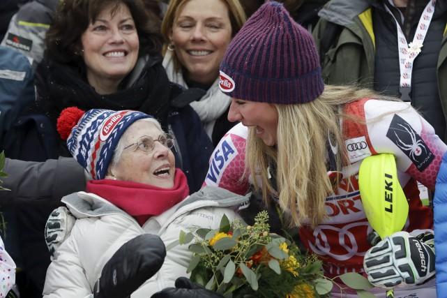 L'Américaine Mikaela Shiffrin a célébré sa victoire dans... (AP, Mike Groll)