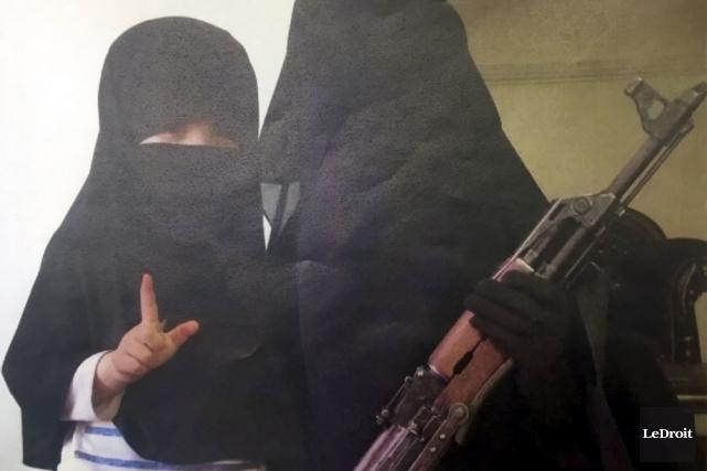 La femme du suspect Ismael Habib. Sur la... (Archives, Le Droit)