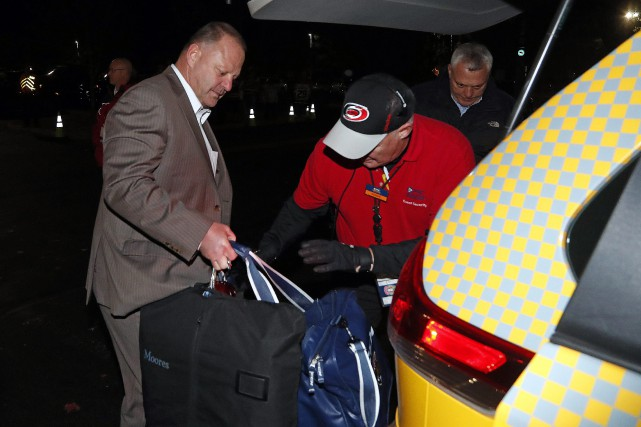 Gerard Gallant a dû quitter le PNC Arena de... (PHOTO Karl B DeBlaker, AP)
