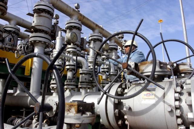 Les cours du pétrole ont nettement monté lundi à l'avant-veille d'un sommet... (Photo Essam Al-Sudani, REUTERS)