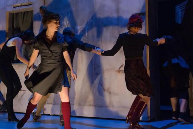 Numéro dehula-hoop dans le spectacleRéversible des 7 doigts.... (Photo Alexandre Galliez, fournie par la production)