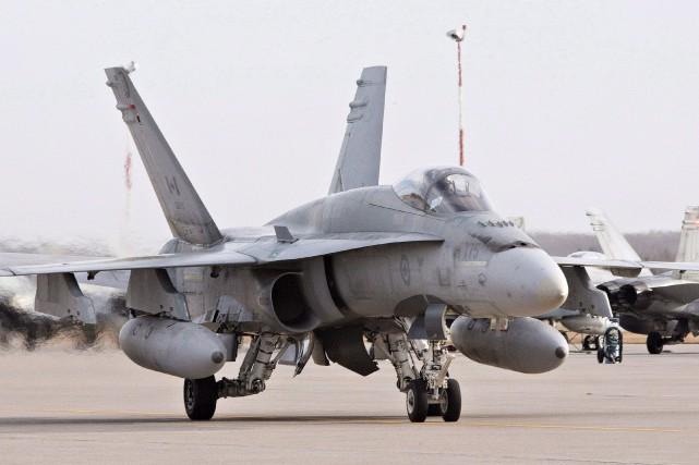 Un CF-18 à la base deCold Lake.... (Archives La Presse canadienne)