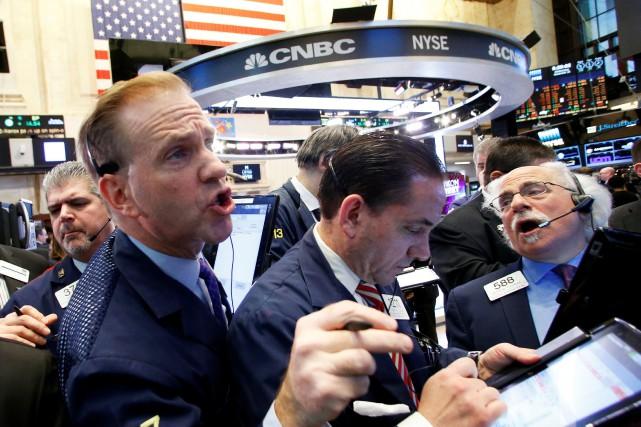 Wall Street a terminé en baisse lundi, victime de prises de bénéfices des... (PHOTO REUTERS)