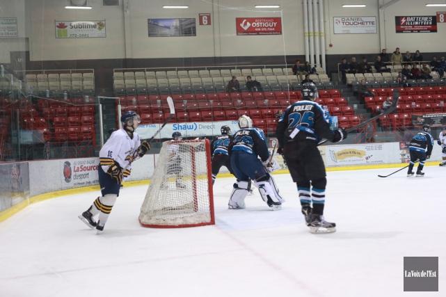 Les Inouk jouent du bon hockey, mais peu... (archives La Voix de l'Est)