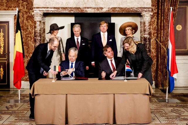 L'entente a été ratifiée à Amsterdam en présence... (AFP, Robin van Lonkhuijsen)