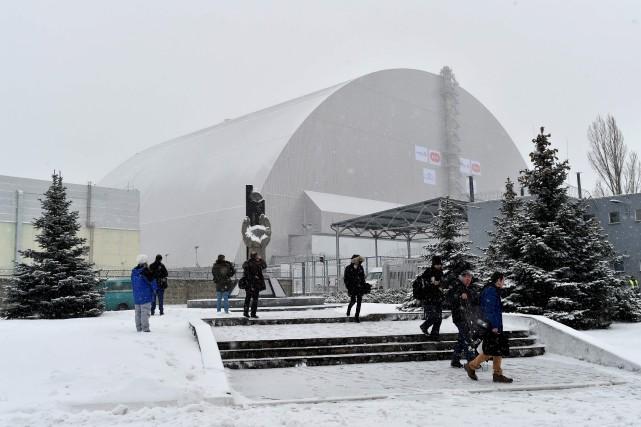 Le dôme de confinement a été mis en... (AFP, Sergei Supinsky)