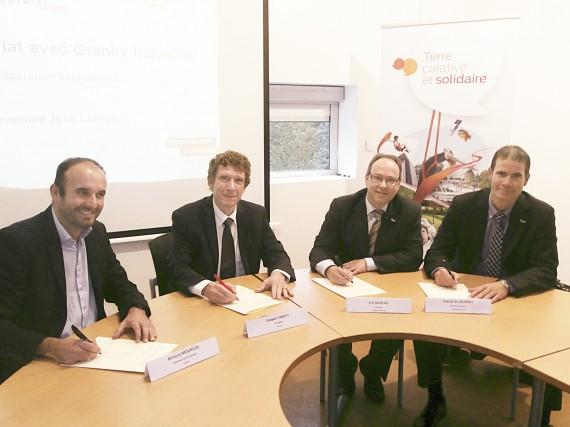 Amaury Mourcou et Jacques Oberti, respectivement directeur de... (Photo fournie par Granby industriel)