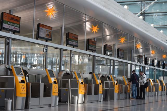 Les pilotes de Lufthansa, en conflit avec la direction sur les salaires, ont... (PHOTO AFP)