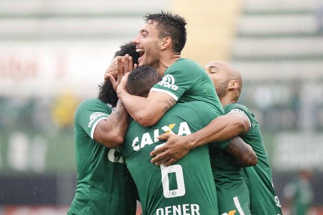 L'avion transportant l'équipe brésilienne de soccer de Chapecoense... (Photo Marcio Cunha, archives AP)