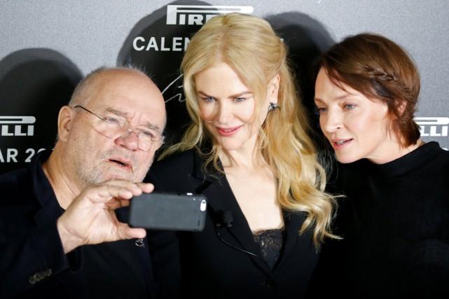 Le photographe Peter Lindbergh en compagnie des actrices... (PHOTO ARCHIVES REUTERS)