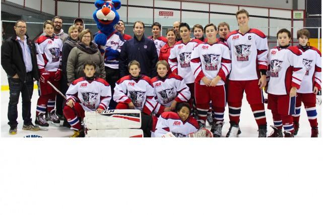 Sur notre photo, nous remarquons les jeunes hockeyeurs...