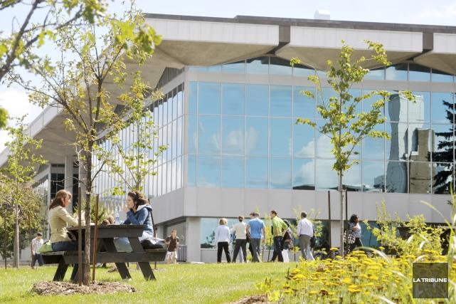 Nous apprenions dernièrement que différentes universités du Québec observaient... (Archives, La Tribune)