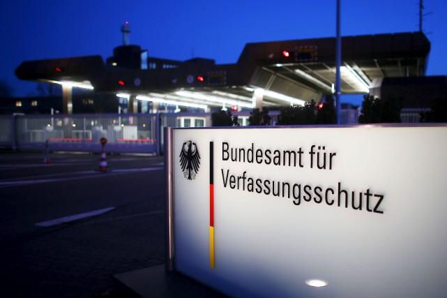 Le suspect projetait un attentat contre le siège... (AFP, Oliver Berg)