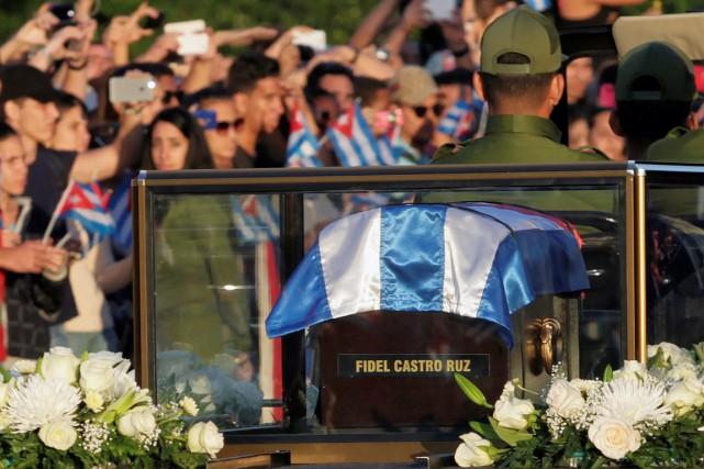 Après deux jours d'hommages sur la place de... (photo REUTERS)