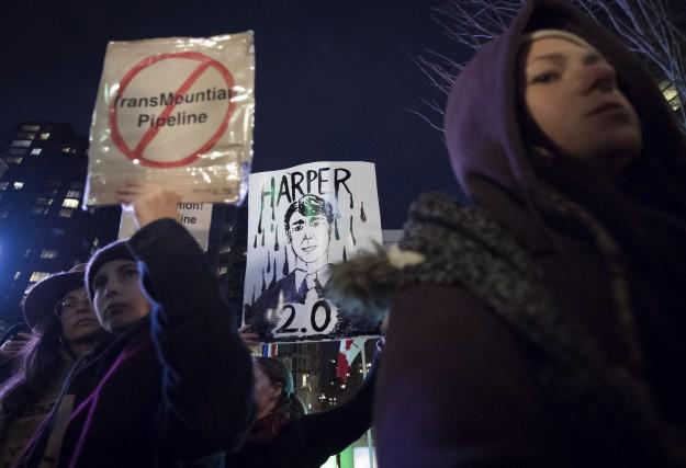 Des manifestants ont démontré leur désaccord quant au... (La Presse canadienne, Darryl Dyck)